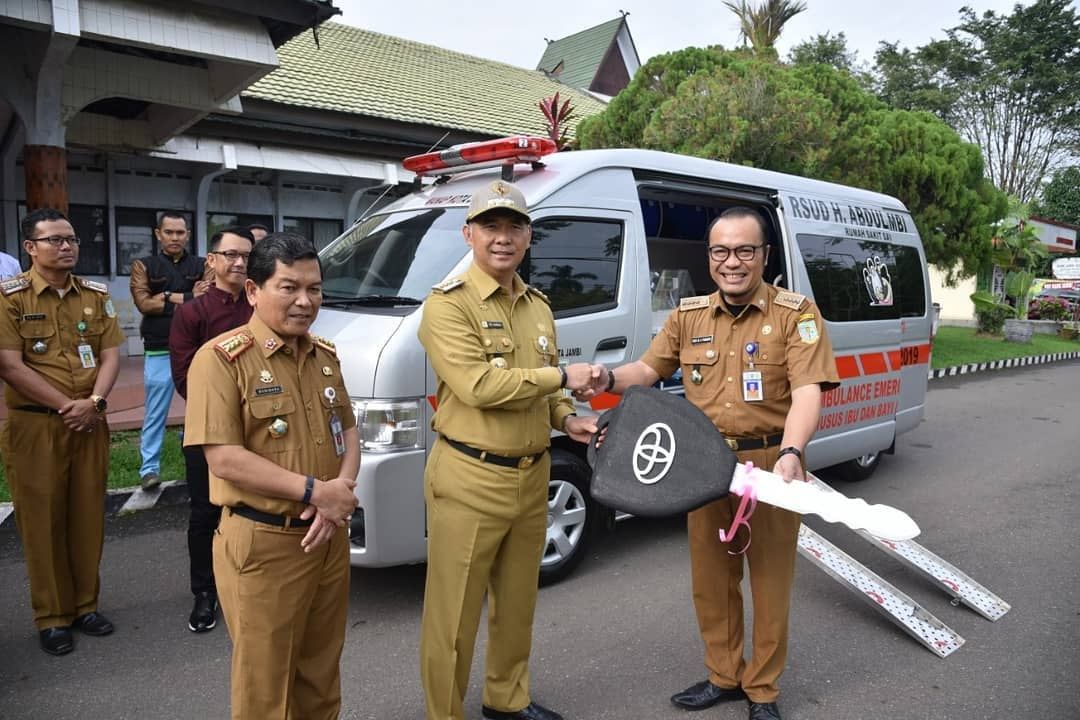 Wako Fasha Serahkan Bantuan Satu Unit Mobil Ambulans ...