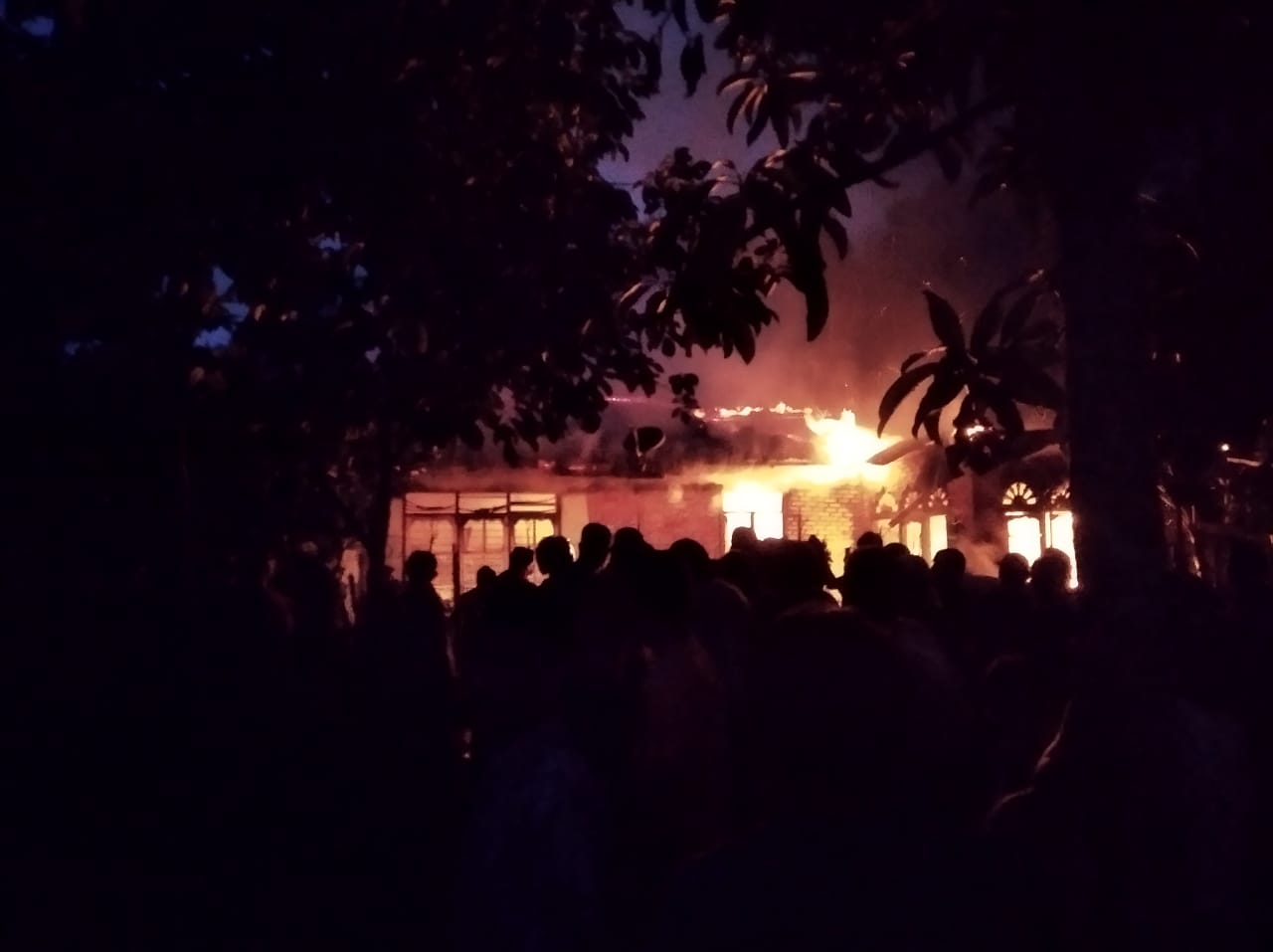 Rumah Milik Yasna Ludes Terbakar