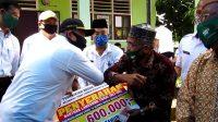 Keliling Dari Dusun ke Dusun, Bupati Pastikan Bantuan Covid-19 Tersalurkan